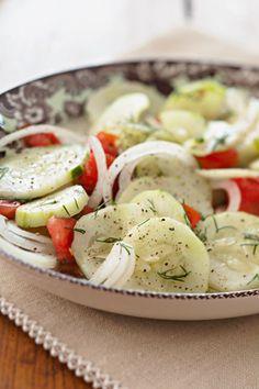 Zesty Cucumber Salad By Paula Deen Cucumber Salad Vinegar, Cucumber Tomato Salad, Cucumber Recipes, Salad Recipes, Juicer Recipes, Marinated Cucumbers, Spinach Salads, Crab Salad, Spinach Pasta