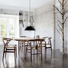 Wishbone Chair and Dining Table, both designed by Hans J. Wegner for Carl Hansen. Get The Originals at Dining Room Design, Dining Room Chairs, Dining Rooms, Office Chairs, Dining Tables, Chaise Dsw, Wishbone Chair, Interior Design, Design Interiors