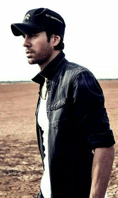 Enrique Iglesias, Top 10 Hottest Guys, Madrid, Moving To Miami, Record Producer, Famous Faces, Perfect Man, One Pic, Beautiful Men