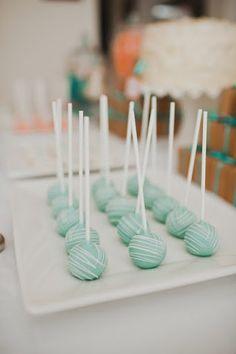 Blue Cake Pops w/ red velvet center Cake Pop maker here we come! Blue Cake Pops, Mint Cake, Blue Cakes, Azul Tiffany, Tiffany Blue, Candy Table, Dessert Table, Candy Buffet, Baby Shower Cake Pops