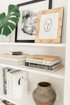 You all know by now coffee table books are my building blocks to accessorizing most rooms. I often get asked about some of my favorite books and even though I have the coffee table book shop page, I… Bookshelf Styling, Bookshelves, Home Interior, Interior Styling, Home Decor Bedroom, Living Room Decor, Dining Room, Ikea, Coffee Table Books