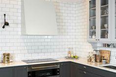 Bilderesultat for grue vifte Classic Kitchen Cabinets, Decorating Tips, Tile Floor, Kitchen Decor, Architecture, Inspiration, Design, Home Decor, Metal
