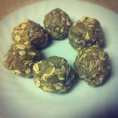 sunflower protein balls--try without coconut High Protein Vegetarian Recipes, Healthy Recipes, Healthy Foods, Protein Ball, Protein Snacks, Clean Recipes, Snack Recipes, Healthy Christmas Recipes, Nut Free