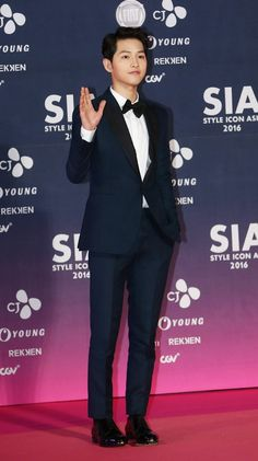 "Global K-drama stars Song Joong-ki and Shin Min-a will attend this year's Seoul International Drama Awards, according to Seoul Drama Awards on Wednesday. Song was in the hit series ""Descendants of the Sun,"" while Shin was in ""Oh My Venus. Korean Men, Korean Actors, Shin Min Ah, Song Joon Ki, Sun Song, Oh My Venus, Song Hye Kyo, Korean Entertainment, My Crush"