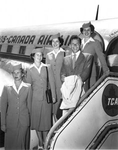 I love this 1950s shot of Frank Sinatra posing with a group of Air Canada flight attendants. #vintage #1950s #singers #airlines #Canada