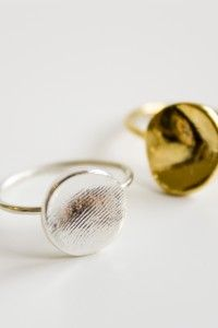 Jook and Nona - Fingerprint Ring captures your loved one's fingerprint through an easy-to-follow mail-in impression packet.