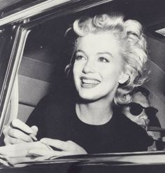 Marilyn Monroe. She seem to be happy here. I like this shot.