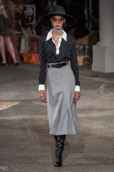 Tommy Hilfiger Fall 2019 Ready-to-Wear Fashion Show - Vogue Fashion Weeks, Fashion 2020, Runway Fashion, Vogue Fashion, Fashion Show Collection, Couture Collection, Mode Outfits, Fashion Outfits, Winter Stil