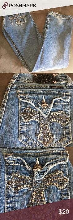 Miss me sz 27 boot cut Miss me sz 27 boot cut has some wear shown in pics and is missing a button and 2 studs Miss Me Pants Boot Cut & Flare
