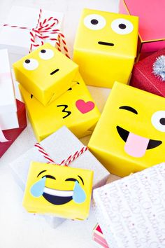 DIY Emoji Gift Wrap | DIY | gift wrap | holidays | emjoi | create | kiddos | ideas | crafts | kids | fun | Schomp Honda