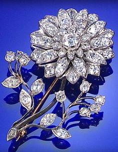 DIAMOND FLOWERSPRAY BROOCH, CIRCA 1890, SET THROUGHOUT WITH CUSHION-SHAPED.