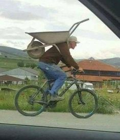 I was going to die without knowing what that handle was for under the wheelbarrow. - Ron Cats - - I was going to die without knowing what that handle was for under the wheelbarrow. Funny Images, Funny Photos, Funny Jokes, Hilarious, Funny Laugh, Stupid Funny, Walmart Humor, Wheelbarrow, Best Memes