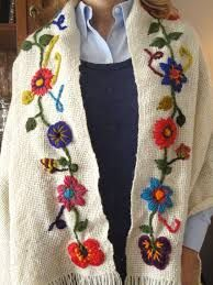 Risultato immagini per ponchos bordados a mano Crochet Potholder Patterns, Wool Applique Patterns, Embroidery Patterns, Knitting Patterns, Embroidery On Clothes, Silk Ribbon Embroidery, Hand Embroidery, Crochet Cardigan, Knitted Shawls