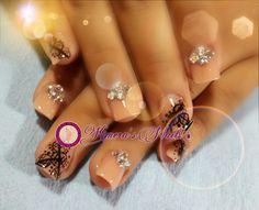 #nails #uñasbellas #uñasacrilicas #acrilycnails #uñas #diseño #kimerasnails #glitter #nude #fashionnails #fashion #sculpturenails  #esculturales #sculpture #pink #black