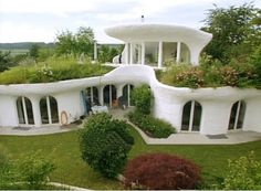 Underground house. I love the concept. Of course in Arizona the windows would have to be North facing.