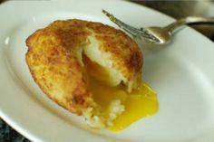 Aprenda a fazer deliciosos ovos empanados em purê de batatas! É de dar água na boca!