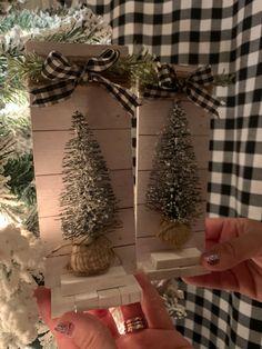 Dollar Tree Christmas, Christmas Crafts To Make, Mini Christmas Tree, Christmas Projects, Farmhouse Christmas Ornaments Diy, Christmas Holidays, Christmas Wreaths, Vintage Christmas, Christmas Decor
