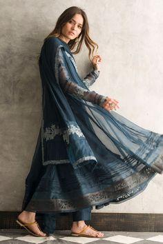 Traditional blue organza frock by Nida Azwer Luxury pret 2018 – Online Shopping in Pakistan Pakistani Couture, Pakistani Outfits, Indian Outfits, Indian Dresses, Eid Dresses, Indian Couture, Dresses Online, Hippie Chic Outfits, Hippie Dresses