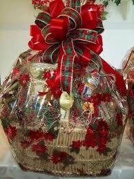 Tips to Make Your Own Gourmet Christmas Gift Baskets Candy Gift Baskets, Christmas Gift Baskets, Candy Gifts, Gift Hampers, Best Christmas Gifts, Christmas Traditions, Christmas Wreaths, Christmas Bulbs, Seasonal Decor