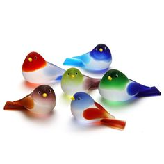These delightful little art glass birds are hand made on the island of Murano in Italy by a master glass artisan. Glass Wall Art, Sea Glass Art, Stained Glass Art, Murano Glass, Fused Glass, Cristal Art, Broken Glass Art, Shattered Glass, Glass Figurines