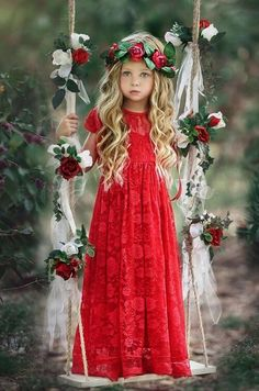 ALALOSHA: VOGUE ENFANTS: Must Have of the Day: Lauren Helen Couture is perfect for a fairytale themes, traditional wedding or modern party. Little Girl Photography, Children Photography, Princess Ball Gowns, Girls Casual Dresses, Red Maxi, Beautiful Children, Girl Photos, Kids Fashion, Girl Outfits