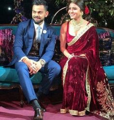 Anushka Sharma's engagement sari was designed by Sabyasachi Mukherjee. The velvet sari in the hue was hand-embroidered with miniature pearls, zardozi and marori. Anushka Sharma Engagement, Engagement Saree, Engagement Dresses, Engagement Jewellery, Anushka Sharma And Virat, Virat Kohli And Anushka, Anushka Sharma Saree, Indian Dresses, Indian Outfits