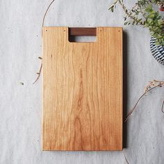 Kazumo Screen Cutting Board This image has 31 repetitions. Author: Bryan # cutting board You are in the right place for wood turning christmas Here we offer you the most beautiful pictures with the . Oak Chopping Board, Wood Cutting Boards, Diy Projects To Try, Wood Projects, Japanese Joinery, Kitchen Board, Kitchen Tools, Wood Tags, Wood Gifts