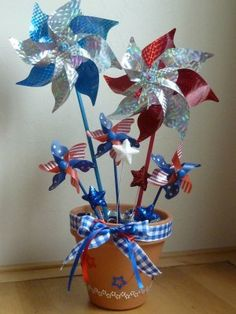 A Fourth of July Pinwheel #Craft to Make Your Home Red White and Blue. #FantasticFourth