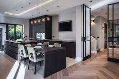Este posibil ca imaginea să conţină: masă şi interior Kitchen Interior, Kitchen Design, Simple Bedroom Decor, Interior Architecture, Interior Design, Cocinas Kitchen, Boutique Homes, Decoration Design, Classic House