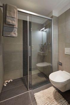 Sowohl als Eckverbau wie auch als Nischenlösung ist die Schiebetür Bella Vita 3 für den Objektbereich wie auch für Private eine perfekte Duschlösung. Bathtub, Bathroom, Houses, Luxury, Full Bath, Bathing, Standing Bath, Washroom, Bathtubs