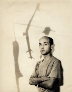 Portrait of Isamu Noguchi , 1950 . Kansuke Yamamoto , ©Toshio Yamamoto.  This was published in the Shin Toukai Newspapr on 15 7 ,1950.  Isamu Noguchi brings works of Japanese representative avant-garde artists as returning to the US.  In Nagoya, there have been requests of Kansuke Yamamoto's photo works.  イサム・ノグチ氏はその帰米にあたって日本の代表的アウァンギャルド作家の作品を持ってゆくことになる。名古屋ではかねて美術文化協会会員山本悍右氏に写真出品の依頼があった。 (新東海新聞1950年7月15日記事