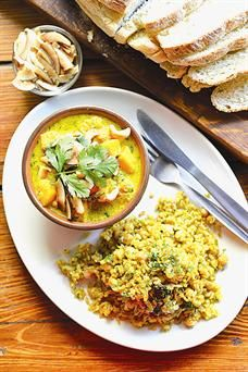 The perfect winter indulgence - organic butternut and Mozambican cashew curry. We cant get enough of the flavour combinations and smells of this dish! Spicy Curry Recipe, Curry Recipes, Vegan Recipes, Vegan Food, Delicious Recipes, Easy Recipes, Beef Curry, Vegan Curry, Curry Food