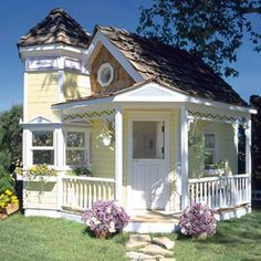 INCREDIBLE playhouse. i would have had so much fun with this as a kid!