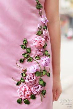 Wonderful Ribbon Embroidery Flowers by Hand Ideas. Enchanting Ribbon Embroidery Flowers by Hand Ideas. Embroidery Designs, Ribbon Embroidery Tutorial, Silk Ribbon Embroidery, Embroidery Dress, Embroidery Patterns, Hand Embroidery, Embroidery Supplies, Ribbon Art, Ribbon Crafts
