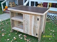 Latest recycled, up cycled & diy wooden pallet projects Plans and used wood pallet furniture projects for your home and office. Pallet Furniture Kitchen Island, Pallet Island, Wood Kitchen Island, Diy Kitchen, Kitchen Islands, Kitchen Island From Pallets, Reclaimed Wood Projects, Diy Pallet Projects, Furniture Projects