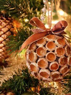 Bola de Natal feita de belotas ... Mooie kerstbal (eikels ) :: ElsaRblog