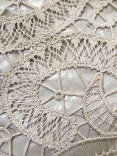 New Crafts, Diy And Crafts, Romanian Lace, Point Lace, Needle Lace, Irish Lace, Lace Making, Tatting, Texture