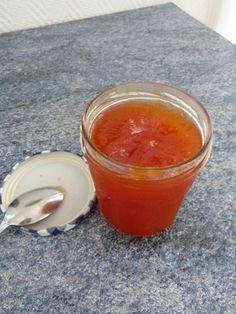Confiture de papaye thermomix. 1 belle papaye du panier (670 g de fruit peler pour la mienne) épluché coupé en dés dans un saladier avec une gousse de vanille fendue et 300g de sucre. Faire mariner 1/2 h et ensuite au thermo  30 mn varoma vitesse 1. Et n'oubliez pas de mettre le panier a la place de bouchon sinon la cuisine sera a la papaye.