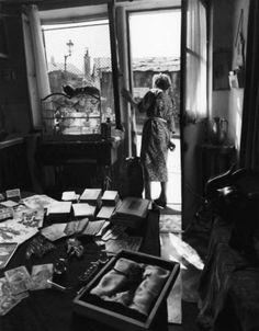 Robert Doisneau - Madame Rayda's table, rue villin, 1953