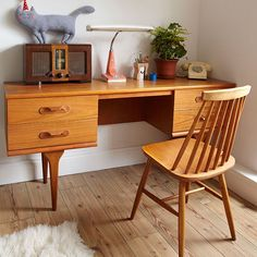 Retro home office space - nicely organized and simple clean lines Ercol Furniture, Corner Furniture, Furniture Design, Furniture Dolly, Cheap Furniture, Ercol Chair, Furniture Buyers, Furniture Websites, Furniture Stores