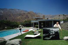 Julius Shulman at the Kaufman House in Palm Springs, Calif.
