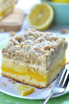This tender and fluffy Lemon Coffee Cake is super moist. It has a tart lemon curd layer in the center, cheesecake layer on top and irresistible, crunchy and buttery crumb topping! Source by Rabenprinzessin Lemon Desserts, Lemon Recipes, Easy Desserts, Dessert Recipes, Lemon Curd Dessert, Lemon Curd Cake, Ester Desserts, Recipes Using Lemon Curd, Lemon Coffee Cake Recipe