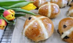 The recipe for the best hot cross buns ever. These hot cross buns are partly wholemeal and you can easily prepare the dough in the breadmaker.