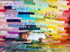 Just chilling on her mama-made wonky rainbow blanket. ❤️🧡💛💚💙💜💖 How is everyone coping in this heat wave? . . #newborn #mimsdandydolls #rainbowquilt #handmade #patchworkquilt #vintagefabric