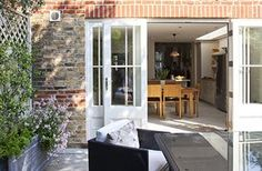Tiny courtyard garden: A view from the garden into the house
