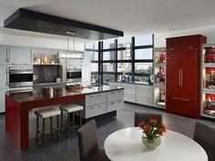 modèle de cuisine rouge et grise avec îlot central