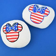 This video and rock painting idea is adorable! Minnie Mouse, Mickey Mouse, or your favorite Disney character - they're easy to make. #kindnessrocks #rockpainting #rockpainting101 #rockpaintingtutorial #minniemouse #disney Rock Painting Supplies, Rock Painting Ideas Easy, Painting For Kids, Pebble Painting, Pebble Art, Stone Painting, Painting Art, Paintings, Painted Rocks Kids