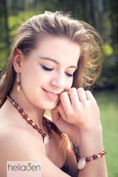 Eine elegante Kombination mit Bernstein, 925 Silber und Hämatit ✨ Elegant, Hoop Earrings, Jewelry, Fashion, Fashion Styles, Filigree Jewelry, Ear Piercings, Necklaces, Wristlets