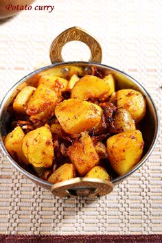 Potato curry recipe, learn how to make south Indian style spicy and crispy potato curry recipe with this easy step by step recipe with photos! Indian Beef Recipes, Goan Recipes, Curry Recipes, Raw Food Recipes, Potato Recipes, Cooking Recipes, Ethnic Recipes, Rice Recipes, Easy Recipes