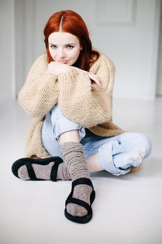 Socks and sandals can sound like an off-putting combination but for winter, but I have always loved them with super textured sweaters and layers of cozy flannel. Trendy Fall Outfits, Fall Fashion Outfits, Winter Fashion, Casual Outfits, Sandals Outfit Summer, Socks Outfit, Clogs, Flatform, Normcore